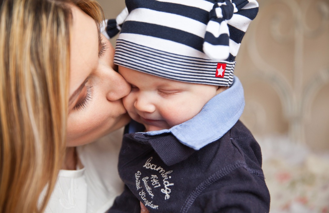 baby-baby-with-mom-mother-kiss-tenderness-67663